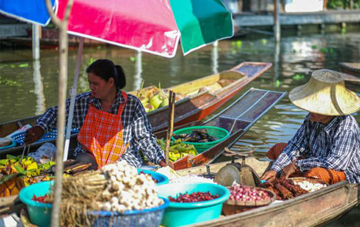 Offbeat Floating Markets Food Tour